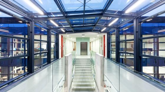 dostavba výzkumně výukového objektu PdF UP Olomouc schodiště
