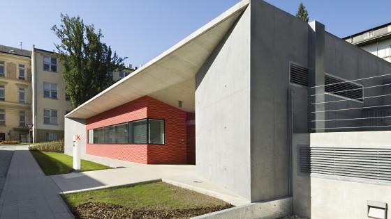 budova PET-CT Fakultní nemocnice v Olomouci ve dne