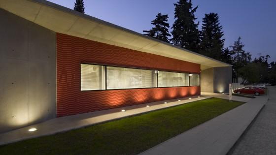 budova PET-CT Fakultní nemocnice v Olomouci v noci