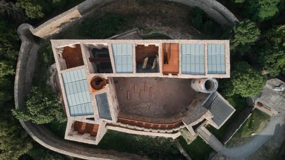 hrad Helfštýn-palác z dronu