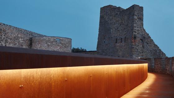hrad Helfštýn - hradba noční